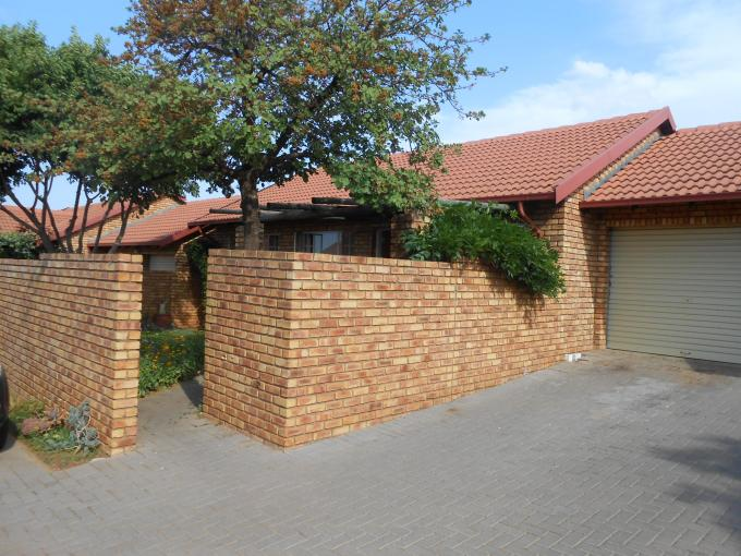 2 Bedroom Sectional Title for Sale For Sale in Rooihuiskraal North - Home Sell - MR119287