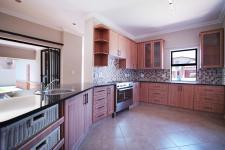 Kitchen - 18 square meters of property in The Meadows Estate