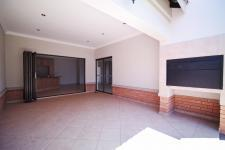 Patio - 31 square meters of property in The Meadows Estate