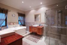 Main Bathroom - 21 square meters of property in Boardwalk Manor Estate