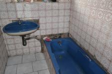 Bathroom 1 - 9 square meters of property in Kraaifontein