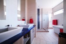 Main Bathroom - 18 square meters of property in Silverwoods Country Estate