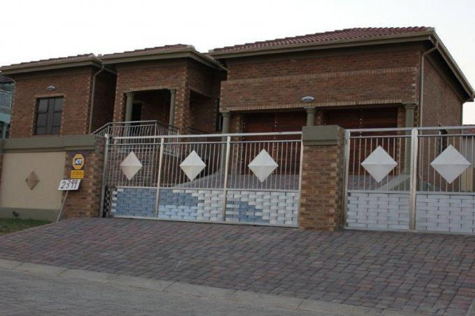 3 Bedroom House For Sale in Emalahleni (Witbank)  - Home Sell - MR119449