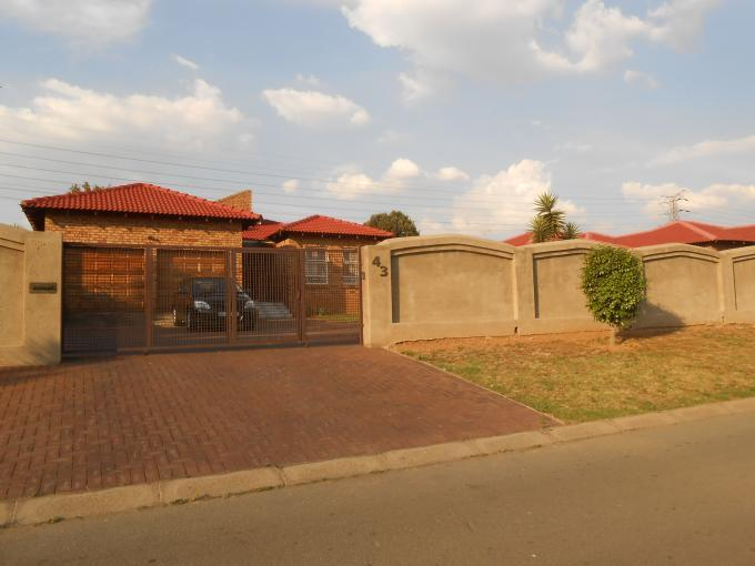 Standard Bank EasySell 3 Bedroom House For Sale in Meredale - MR119470