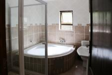 Bathroom 1 - 13 square meters of property in Silver Lakes Golf Estate