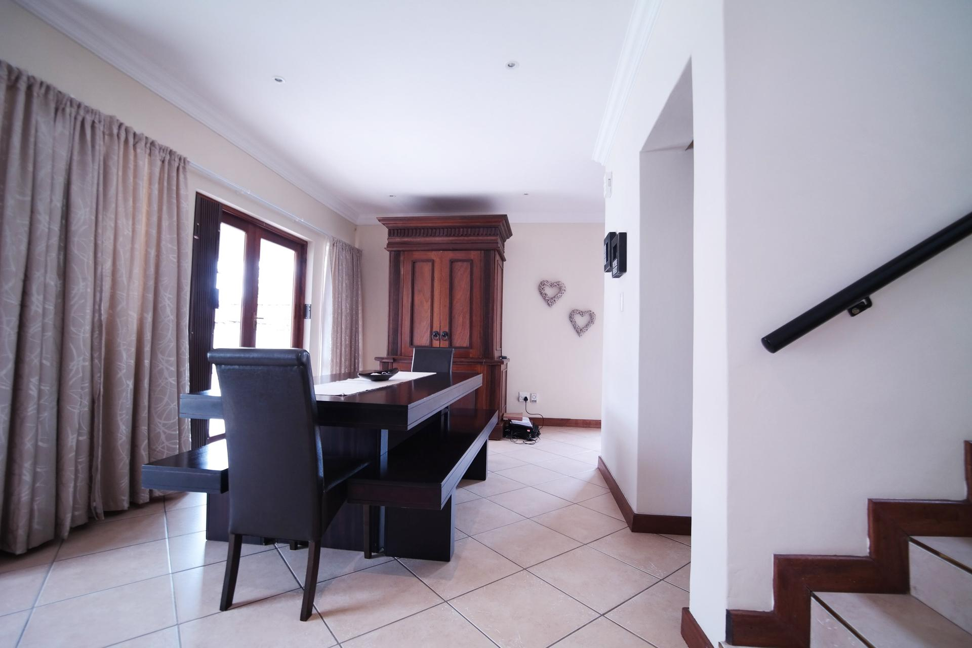 Dining Room - 17 square meters of property in Six Fountains Estate