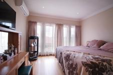 Main Bedroom - 31 square meters of property in Six Fountains Estate