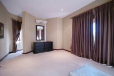 Main Bedroom - 32 square meters of property in Woodhill Golf Estate