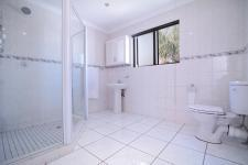 Bathroom 1 - 7 square meters of property in Silver Lakes Golf Estate