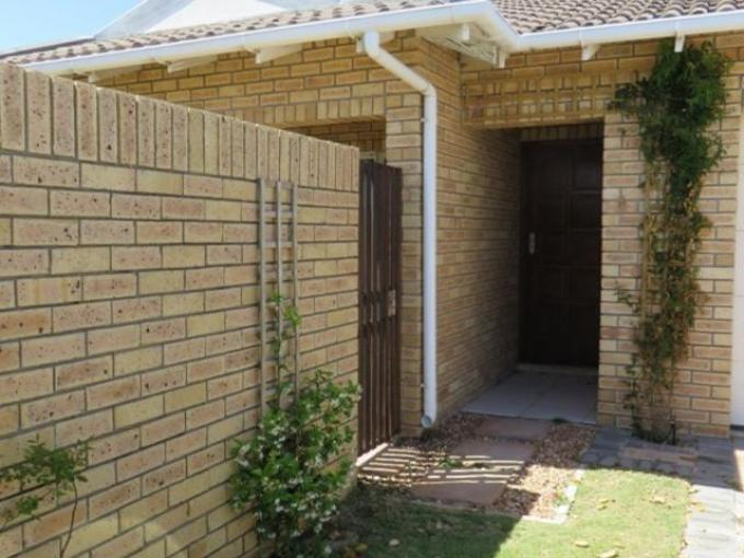 3 Bedroom House For Sale in Summerstrand - Private Sale - MR119610