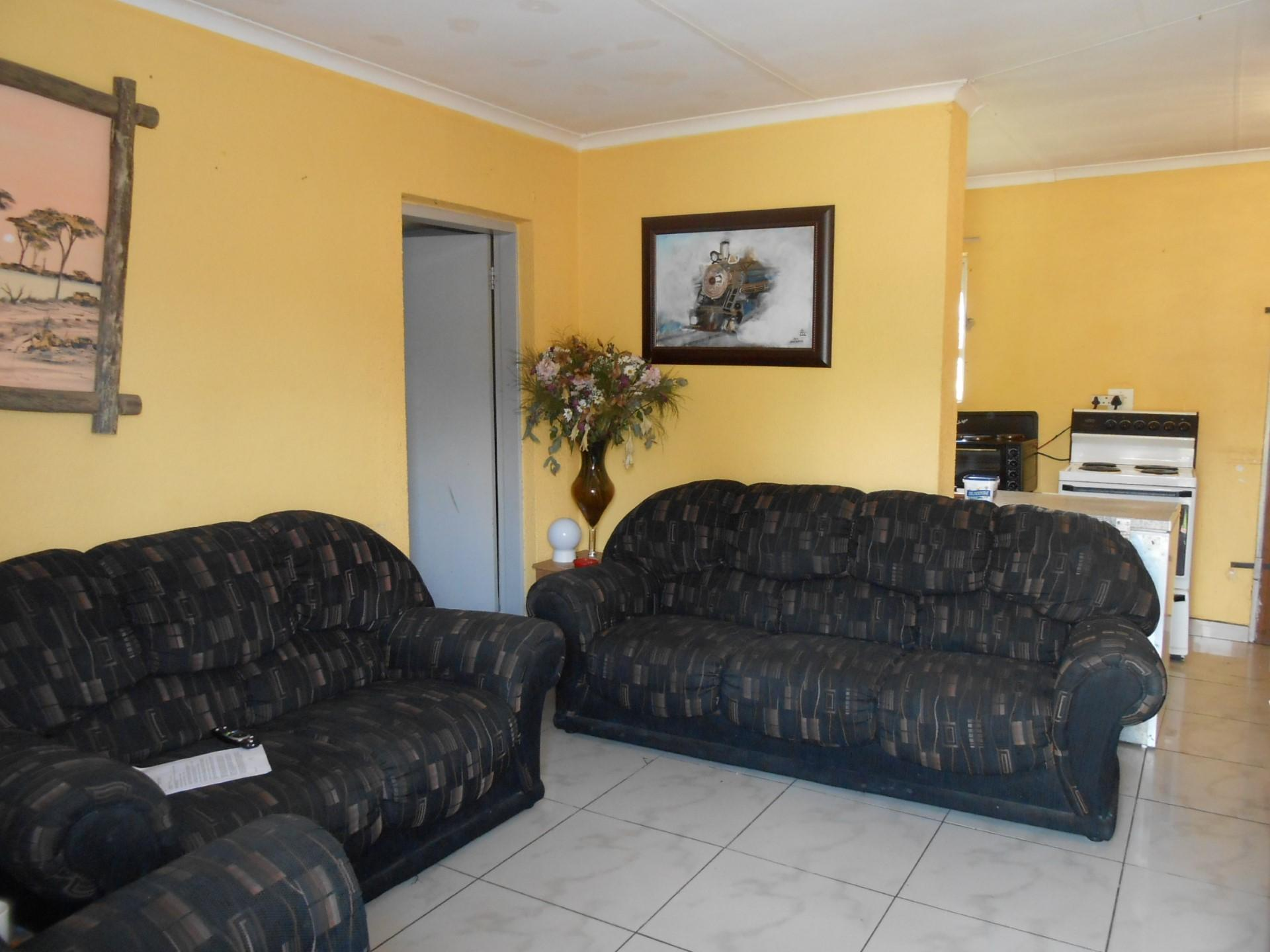 Lounges - 14 square meters of property in Brakpan