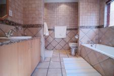 Bathroom 1 - 20 square meters of property in Woodhill Golf Estate