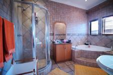 Bathroom 3+ - 14 square meters of property in Woodhill Golf Estate