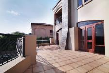 Spaces - 251 square meters of property in Woodhill Golf Estate