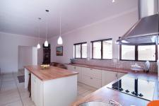 Kitchen - 22 square meters of property in The Meadows Estate