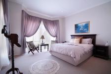 Bed Room 2 - 25 square meters of property in The Meadows Estate