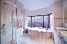 Main Bathroom - 13 square meters of property in The Meadows Estate