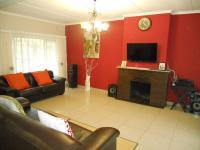 Lounges - 25 square meters of property in Kloof