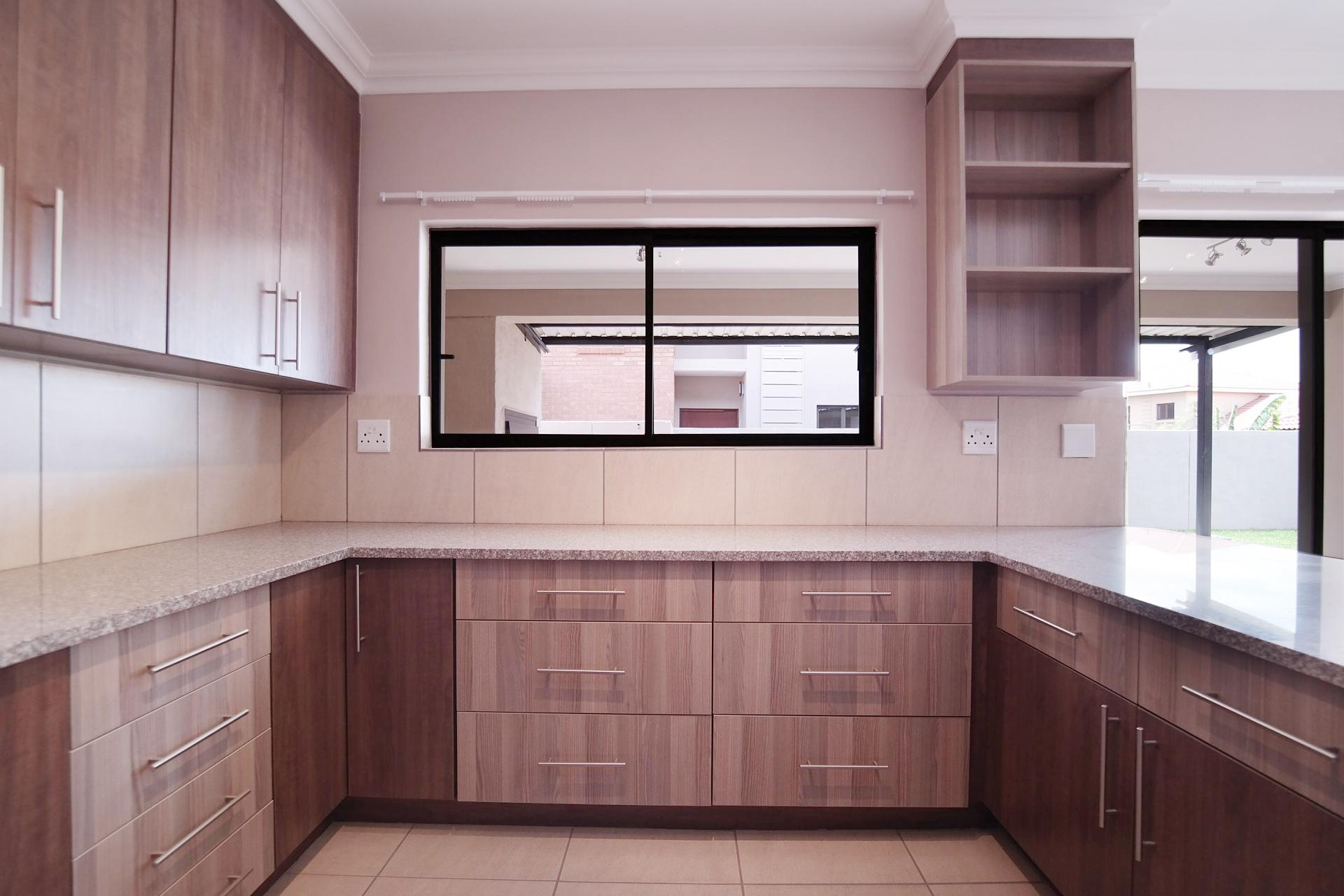 Kitchen - 25 square meters of property in Six Fountains Estate