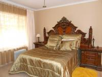Main Bedroom - 22 square meters of property in Crystal Park