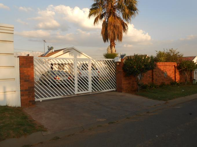 2 Bedroom House For Sale in Lenasia South - Private Sale - MR119773