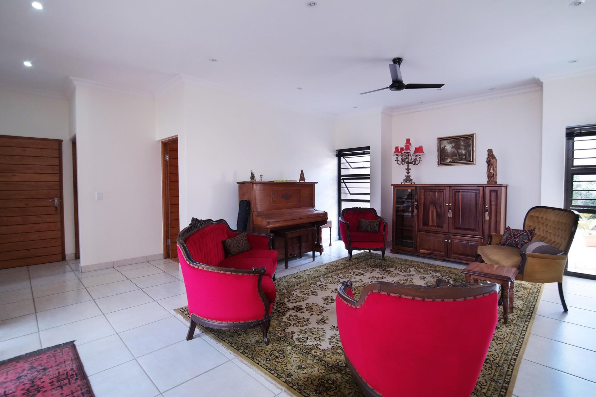 Lounges - 29 square meters of property in Silverwoods Country Estate