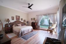 Main Bedroom - 35 square meters of property in Silverwoods Country Estate