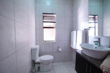Bathroom 3+ - 5 square meters of property in Silverwoods Country Estate