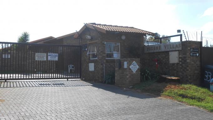 Standard Bank Repossessed 2 Bedroom Sectional Title for Sale on online auction in Buccleuch - MR119808