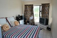 Bed Room 1 - 15 square meters of property in Sonstraal