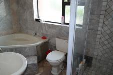 Bathroom 2 - 7 square meters of property in Sonstraal