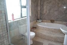 Bathroom 1 - 9 square meters of property in Sonstraal