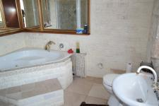 Main Bathroom - 8 square meters of property in Sonstraal