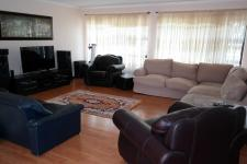 Lounges - 87 square meters of property in Sonstraal