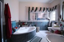 Bathroom 3+ - 29 square meters of property in Silver Lakes Golf Estate