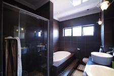 Bathroom 1 - 5 square meters of property in Silver Stream Estate