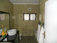 Bathroom 2 - 7 square meters of property in Illovo Beach