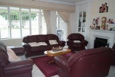 Lounges - 44 square meters of property in Rondebosch