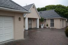 4 Bedroom 3 Bathroom in Rondebosch