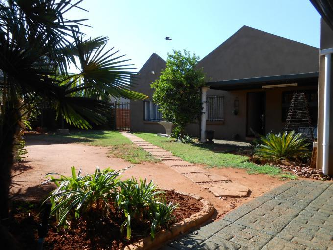 3 Bedroom House For Sale in Doornpoort - Home Sell - MR119875