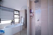 Main Bathroom - 21 square meters of property in Willow Acres Estate