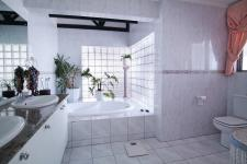 Main Bathroom - 20 square meters of property in Silver Lakes Golf Estate