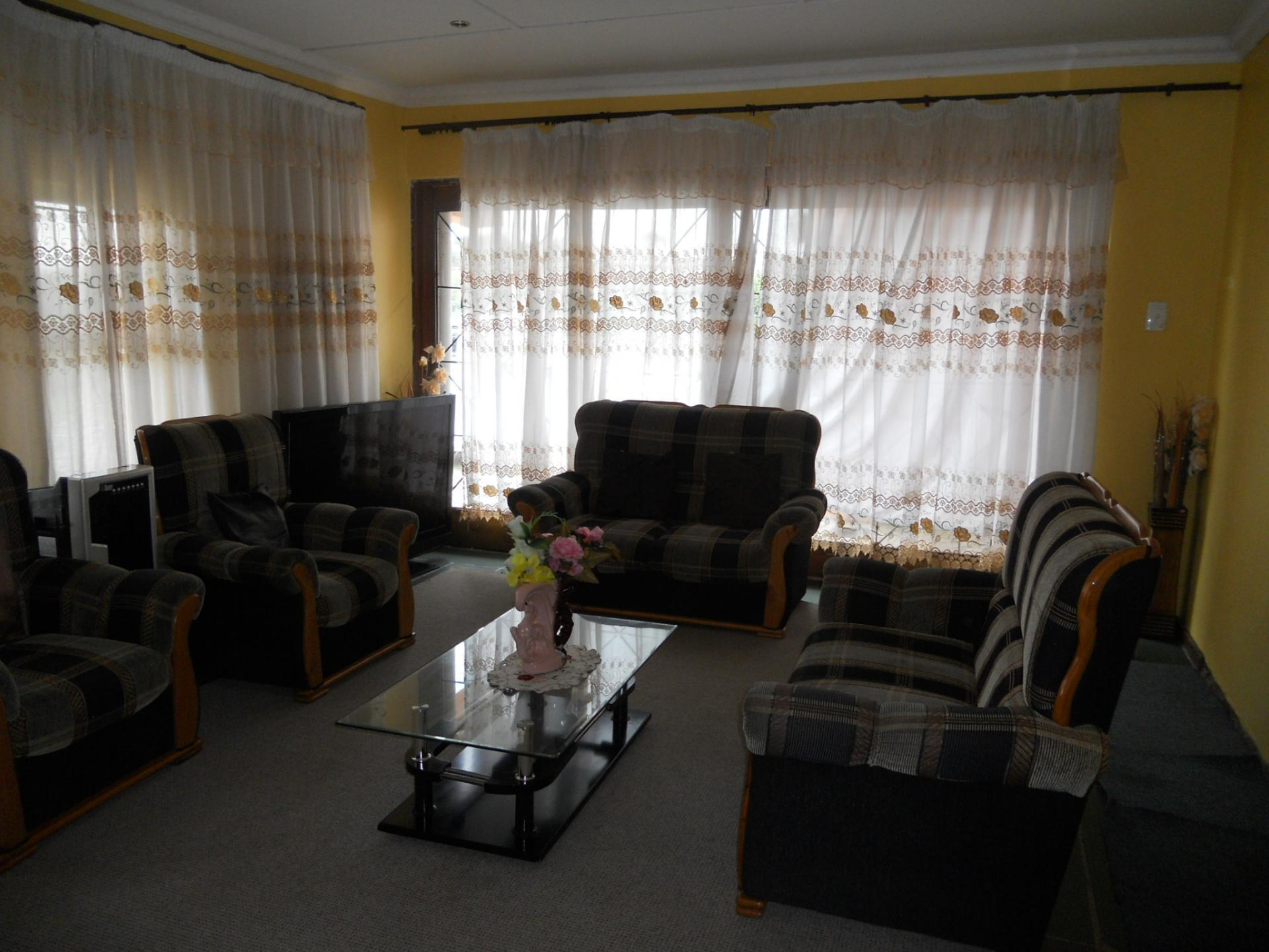 Lounges - 24 square meters of property in Isipingo Hills