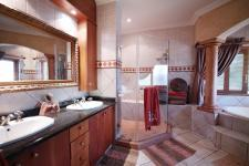 Main Bathroom - 15 square meters