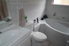 Bathroom 2 - 5 square meters of property in Durbanville Hills
