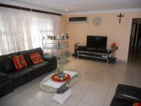 Lounges - 25 square meters of property in Pinetown