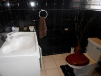 Bathroom 2 - 9 square meters of property in Cyrildene