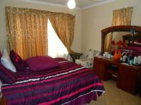 Main Bedroom - 21 square meters of property in Willow Park Manor