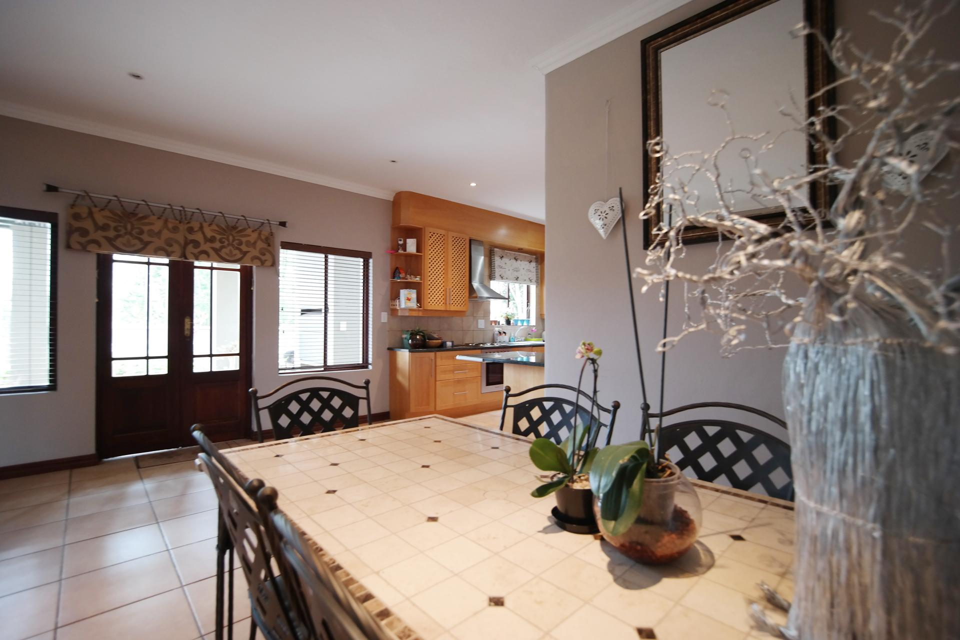 Dining Room of property in Willow Acres Estate