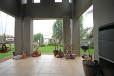 Patio - 41 square meters of property in Willow Acres Estate